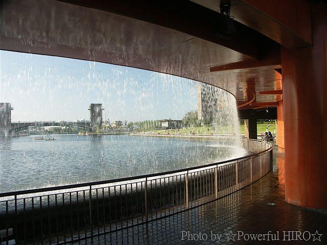 富岩運河環水公園 泉と滝の広場