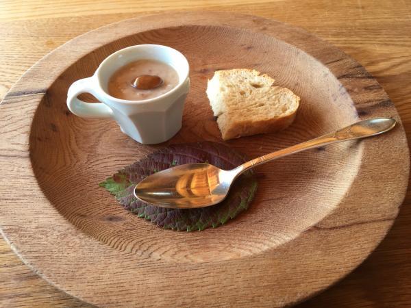 茶豆のポタージュスープと茶豆と自家製全粒粉パン5