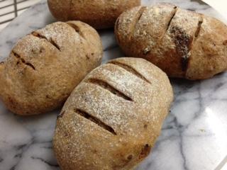 全粒粉のパン1