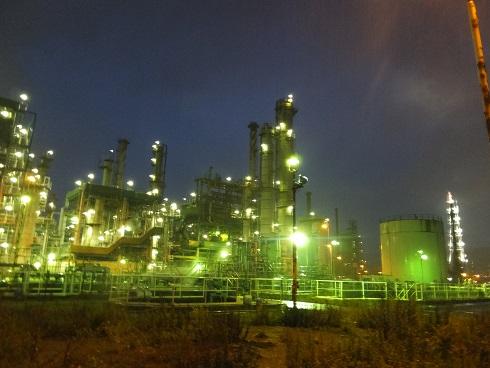夜の工場内1