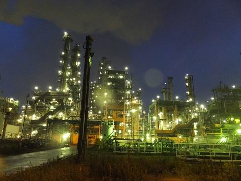夜の工場内2