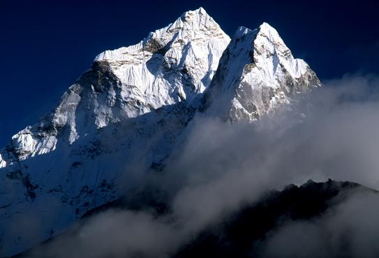 アマダブラム滝雲アップ