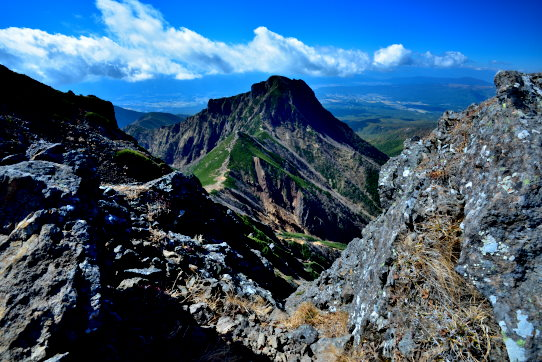 溶岩大地と阿弥陀岳