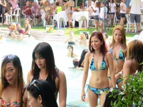 wolfpack poolparty101115 (5)