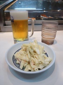 マカロニサラダ 210円+生ビール中ジョッキ 480円