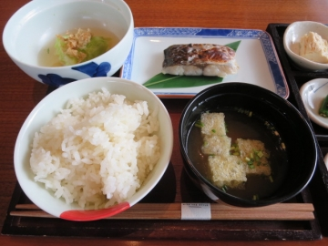 ご飯・味噌汁・旬の焼魚・季節の煮物