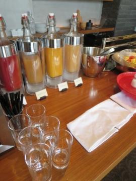 朝はジュースの種類が多い