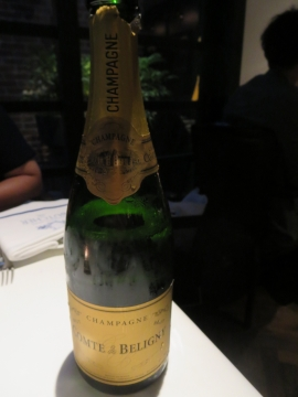 コースに付くシャンパンのボトル