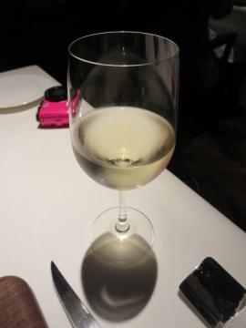 料理に合うグラスの白を選んで貰って
