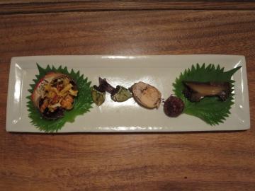 ツガニ、亀の手、子持ち鮎、落ち小芋、煮鮑