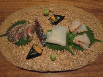 秋刀魚、鯖、ヤリイカ、赤雲丹、アラ炙り、二人前
