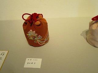 H27年絹を繍会展 009