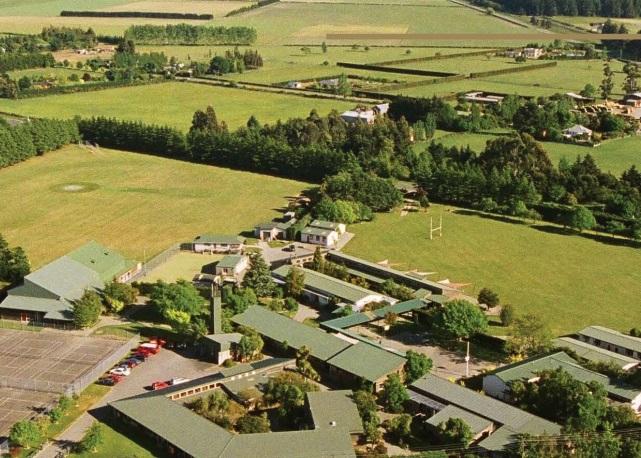 dadfield high school(nicola)-view