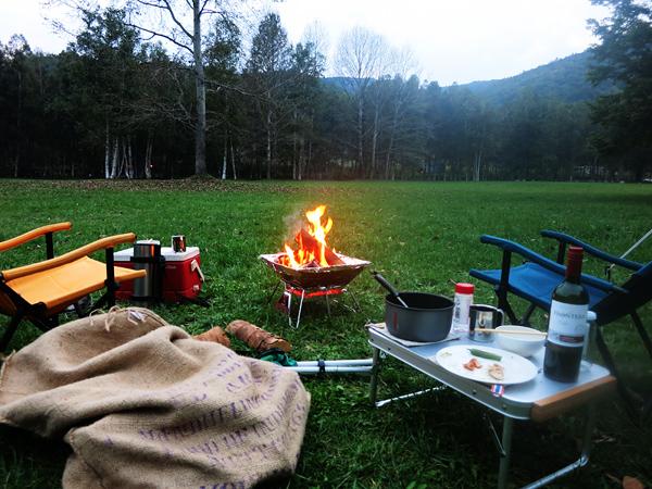 ドロームキャンプフィールド 夜更け 焚火