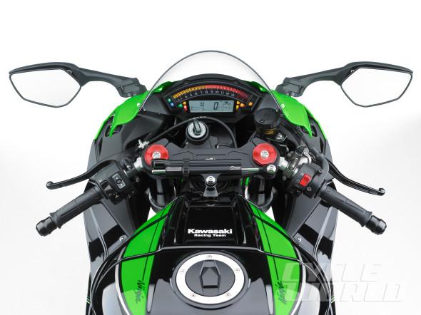 2016-Kawasaki-Ninja-ZX-10R-cockpit-590x442.jpg