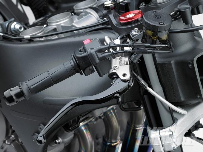 2016-Kawasaki-Ninja-ZX-10R-details-master-cylinder.jpg
