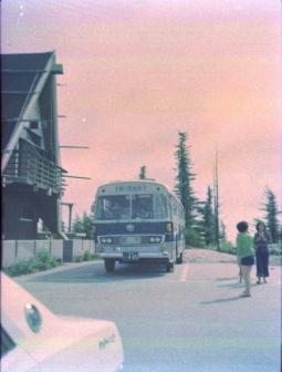 高原へのバス