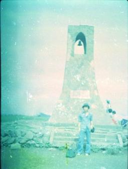 「美しの塔」の前で記念撮影