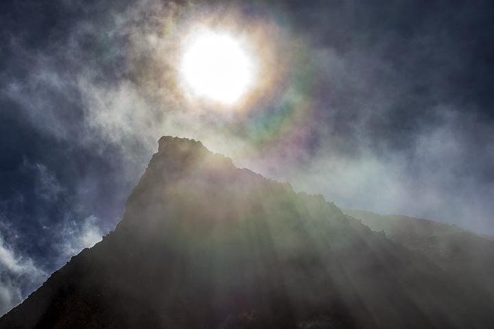131011 岩峰と光芒