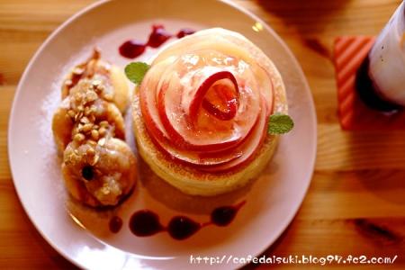 森のvoivoi◇山梨、平井さんの完熟桃のパンケーキ