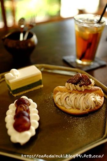喫茶ニワトコノミ◇栗のオムレット&ぶどうのチーズタルト&抹茶とホワイトチョコのムース