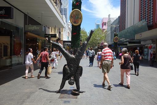 街中にこんな銅像が