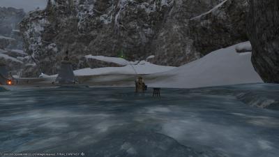 調査隊の氷穴