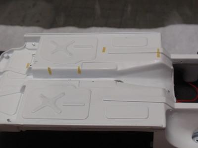 シャーシ燃料パイプ固定位置