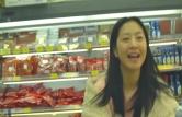 笑って韓国語を話すイ・へナ