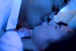 無理やりのキスされる沙耶香