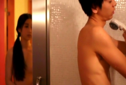 シャワー室に全裸になって行く史子