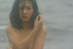 「REDZONE REIKO」より。胸を隠す浅沼麗子。