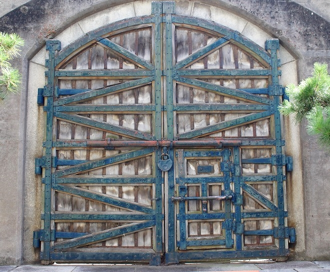 開かずの門