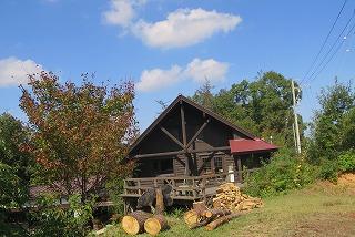 秋晴れのログハウス