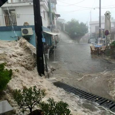floods-greeceスコペロス島の洪水