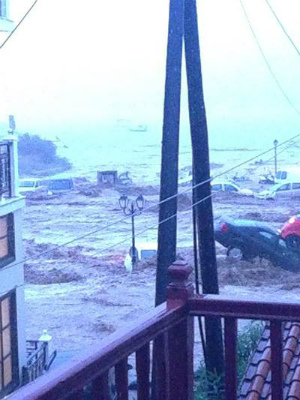 floods-greece-1スコペロス島の洪水