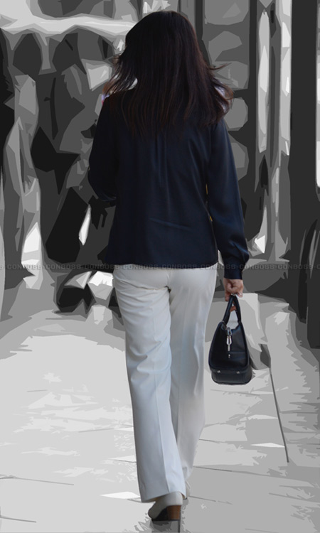-Pラインと透けPのぴちぴちタイトなホワイトパンツ
