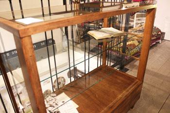 ガラスショーケース 店舗什器 ディスプレイ 飾り棚 木味