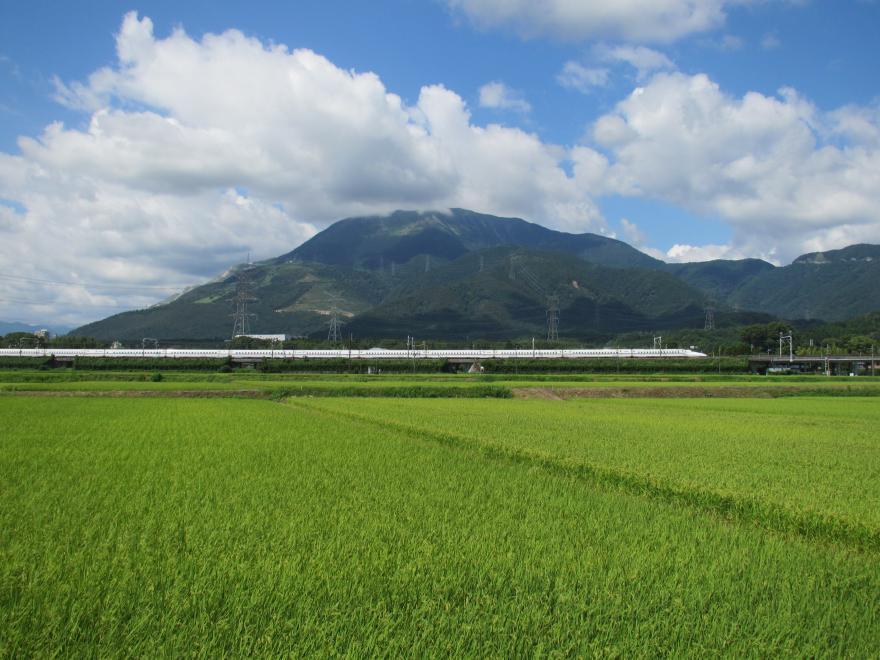 東海道新幹線と伊吹山1