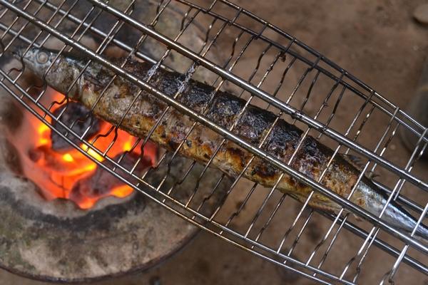 秋刀魚を焼く45