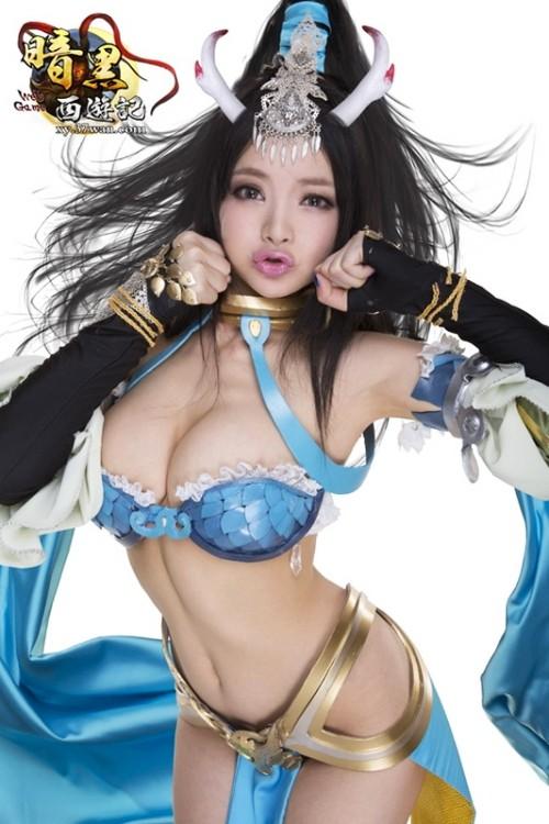 李玲(Angela Lee) マンスジ露出退場女神の激エロGカップ乳漏れコスプレ #エロ画像