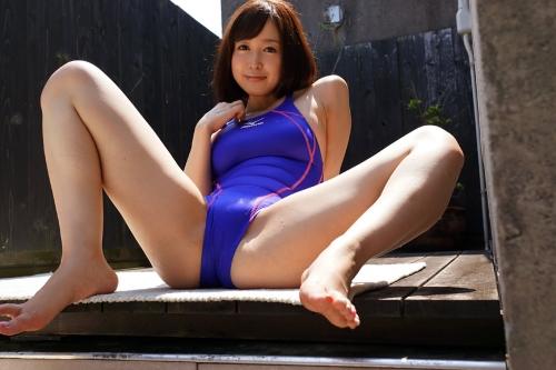 篠田ゆう Eカップ AV女優 エロ尻 04