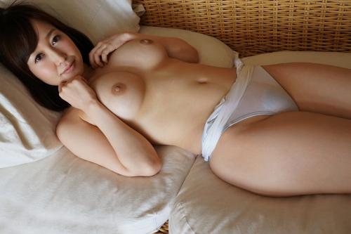 篠田ゆう Eカップ AV女優 エロ尻 28
