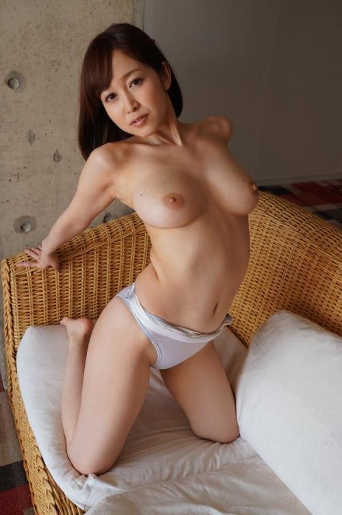 篠田ゆう Eカップ AV女優 エロ尻 31
