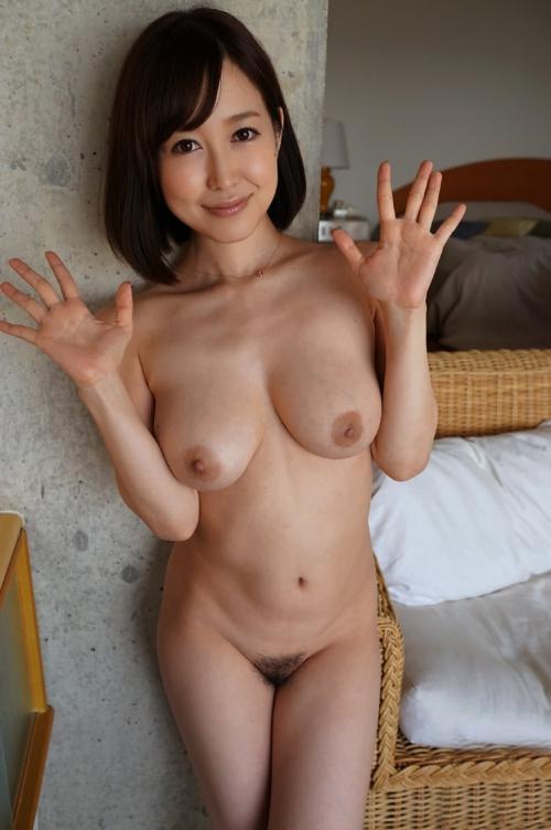 篠田ゆう Eカップ AV女優 エロ尻 40