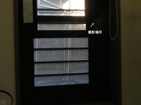 窓 001