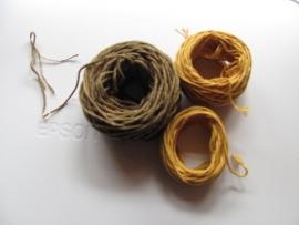 タマネギ染めの糸IMG_6754