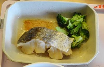 昼食 白身の蒸し魚 ブロッコリー添え