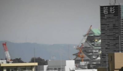東に、大阪城