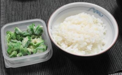 ご飯と冷凍オクラ